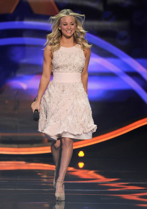 Kaley Cuoco walking out to open the show