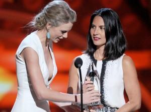 """Olivia Munn """"Kanyes"""" Taylor Swift"""